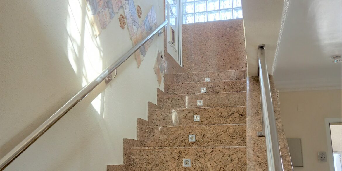 Office - Stairs Ter (1)